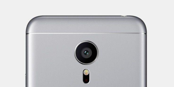 Das von Sony stammende Hauptobjektiv löst Fotos mit 21 Megapixel und Videos mit 4k auf.