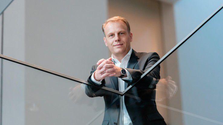"""Michael Nilles, Schindler, hat mit seinem Projekt """"Leading-Edge Digital Business"""" den """"CIO des Jahres 2015"""" bei den Großunternehmen gewonnen."""