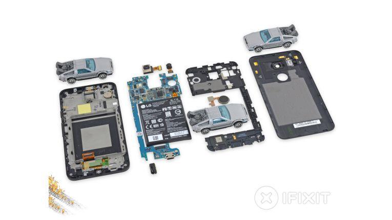 iFixit hat das Nexus 5X zerlegt.