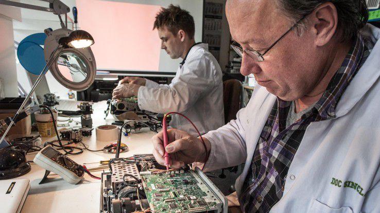 Gebrauchte Beamer für das Heimkino wiederaufzubereiten, um so Kohlenstoffdioxid einzusparen, das ist die Idee, die hinter Jonas Hubers Unternehmen rebeam steht.