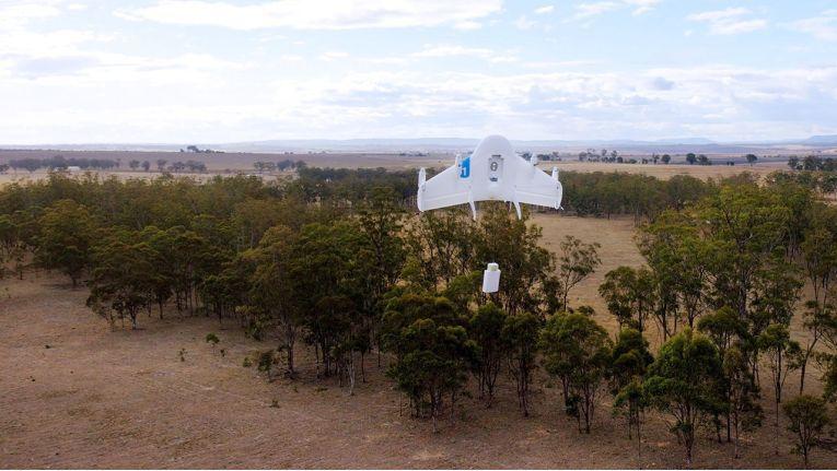 """Googles """"Project Wings"""" sieht vor, Pakete in einer Höhe von unter 152 Metern mit Drohnen zuzustellen."""