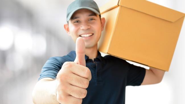Wenn der Paketdienst dreimal klingelt… - Foto: Kritchanut - www.shutterstock.com