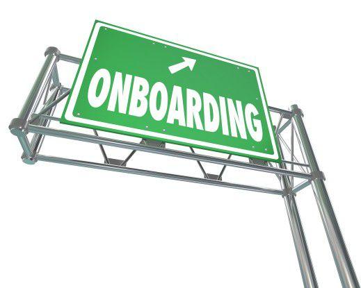 Berufseinsteiger richtig an Bord zu holen, das heißt, gut ins Unternehmen zu integrieren, ist heute ein Muss in der Personalpolitik.