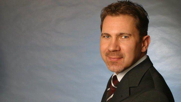 Oliver Ferschke, BMW, ist stolz auf das authentische Employer Branding bei BMW. Geworben wird mit Kurzfilmen, in denen drei Fragen beantwortet werden müssen.