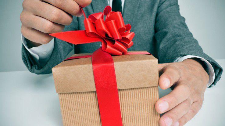 Bei Geschenken am Arbeitsplatz ist Vorsicht ratsam.