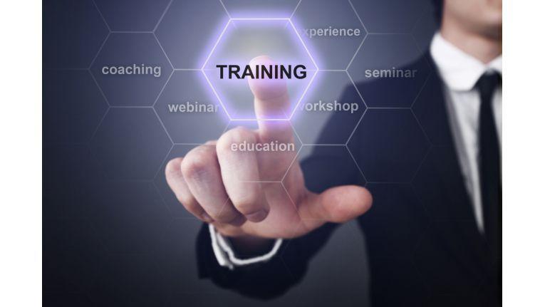 Wegen des Mangels an IT-Experten auf dem Arbeitsmarkt investieren Unternehmen zunehmend in die Weiterbildung ihrer IT-Mitarbeiter.