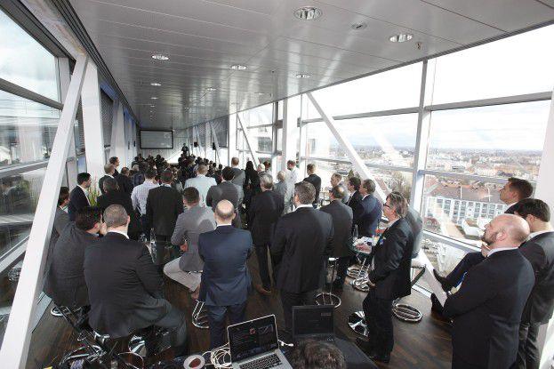 Etwa 150 Teilnehmer konnte EMC in die Münchner SkyLounge locken.