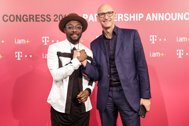 Telekom-Chef Tim Höttges und Entrepreneur und Musiker will.i.am geben ihre Partnerschaft bekannt.