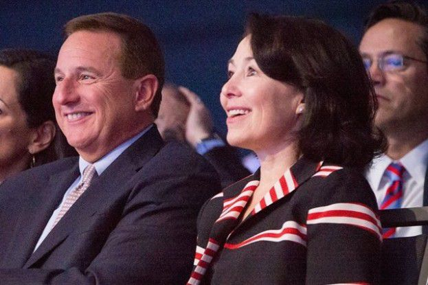 Oracle hat zwei CEOs: Mark Hurd und Safra Catz.