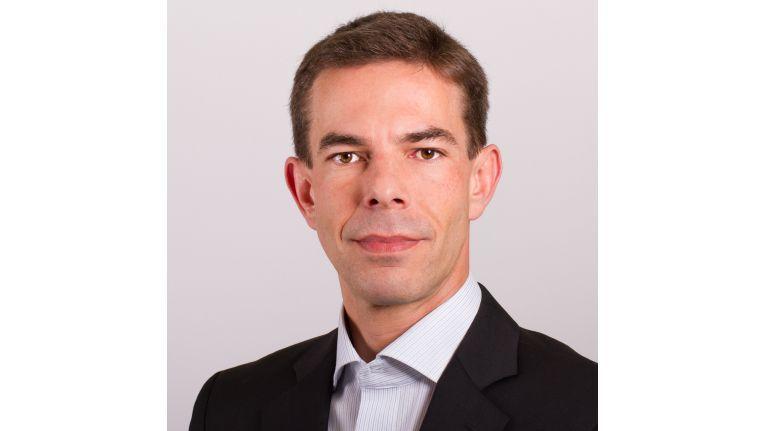 """""""Unternehmen handeln mittlerweile pragmatischer, da sie die Vorteile der Cloud wie Flexibilität, Skalierbarkeit und niedrigere Kosten erkennen. Zudem ist ihnen klar, dass sie sich mit der Cloud beschäftigen müssen, um künftig im hartumkämpften Wettbewerb nicht unter die Räder zu geraten"""", Karsten Leclerque, Principal Consultant – Outsourcing & Cloud bei Pierre Audoin Consultants (PAC)."""
