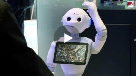 """""""Pepper"""" war einer der Stars auf der diesjährigen CeBIT: Der Roboter ist nicht nur multilingual unterwegs, er zeigt auch Gefühle."""