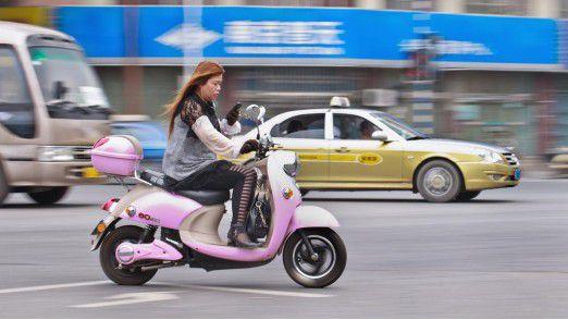 Mobile Devices machen das Leben leichter - und sorgen für erhöhte Unfallgefahr.