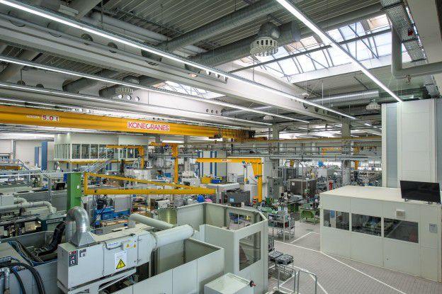 Ein Cloud-basiertes Assistenzsystem für die Fertigung stammt von der Maschinenfabrik Reinhausen.