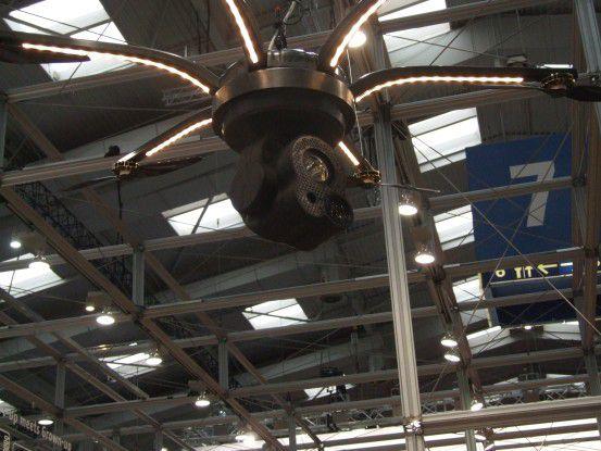 Startup trifft Grownup - Die Berliner Bärdrones baut individuelle Industriedrohnen. Dank des Hochleistungslichts von Osram können auch schwer erreichbare Winkel erleuchtet werden.