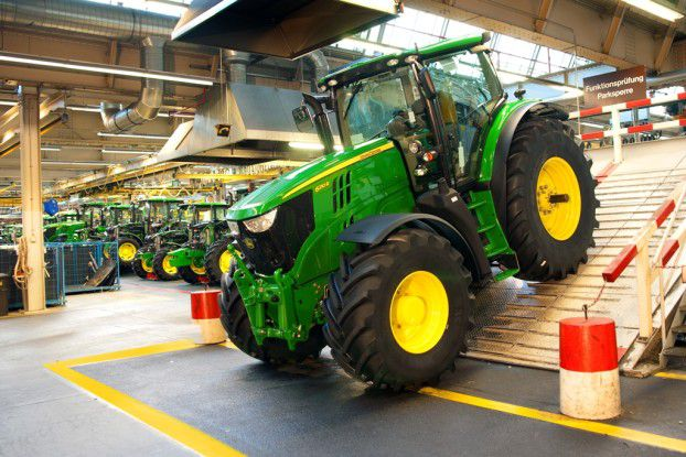 Im John Deere Werk Mannheim entstehen über 2.000 Traktoren pro Monat.