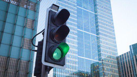 in einer intelligenten Verkehrsinfrastruktur könnte die Ampel künftig als Datendrehscheibe dienen.