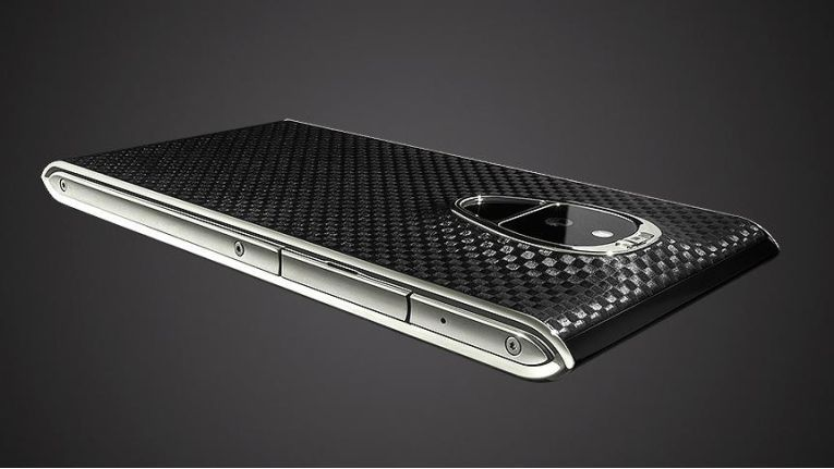 Für 14.000 Dollar erhältlich: Das Solarin Fire Black Carbon Titanium von Sirin Labs.