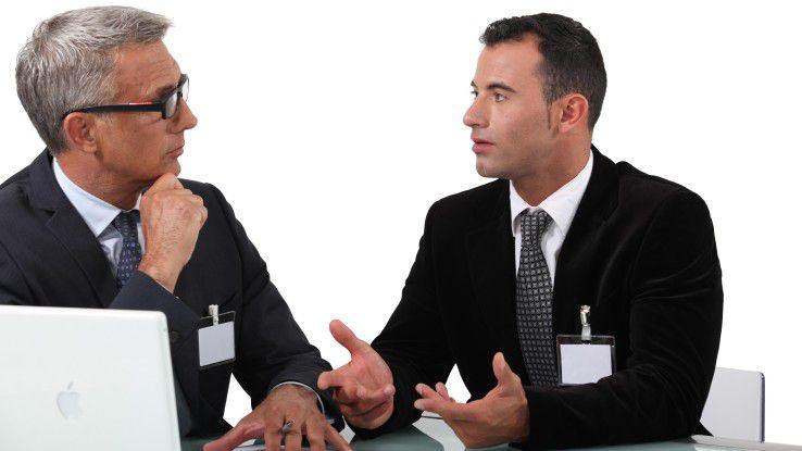 Ein guter Chef kommuniziert mit seinen Mitarbeitern und hört auch zu.