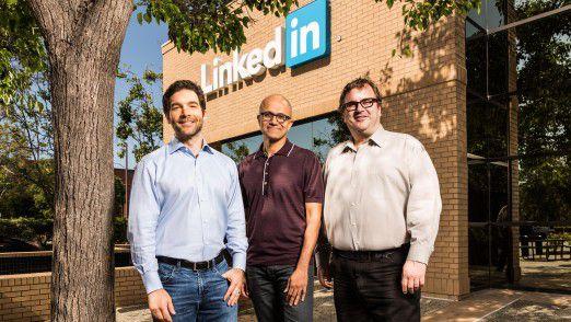 Microsoft kauft LinkedIn - CEO Satya Nadella (Mitte) investiert Milliarden in eine neue Zukunft von Microsoft.