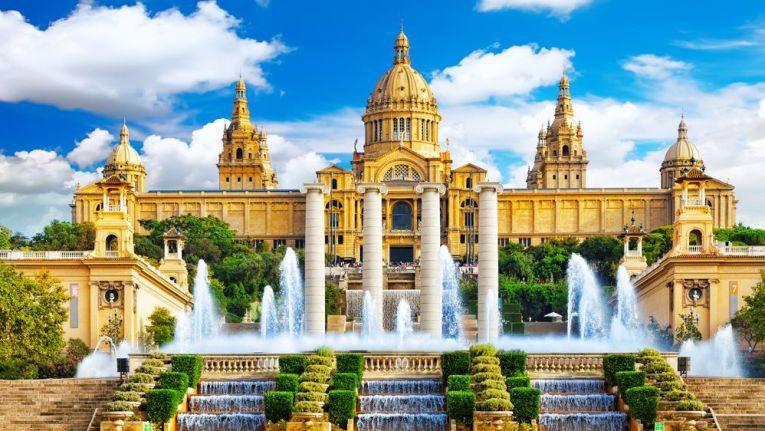 Wer nach Spanien fährt (im Bild Barcelona), muss erhöhte Vorsicht walten lassen - die mobile Malware lauert schon.