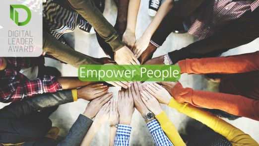 "In der Kategorie ""Empower People"" holte sich Kuka 2016 den Titel beim Digital Leader Award."