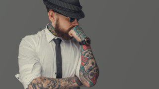 Think before you ink: Karrierekiller Tattoo? - Foto: FXQuadro - shutterstock.com