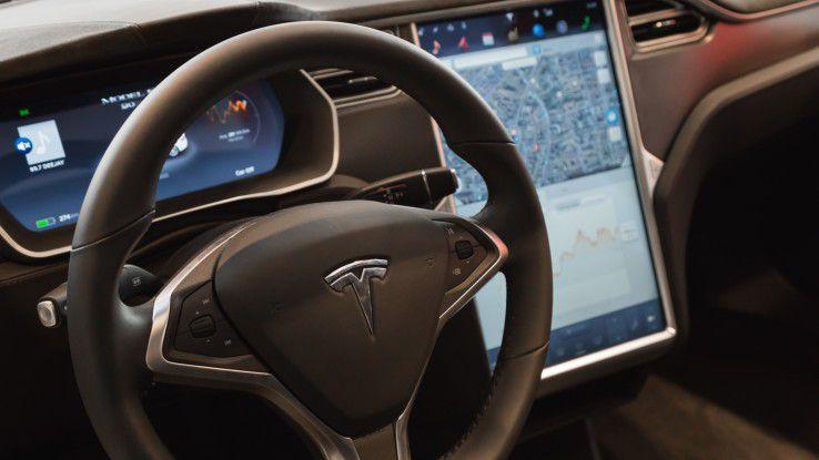 Beispiel Tesla: Am Ende des Tages sind es Menschen, die die Auswirkungen von Fehlern der Maschinen zu spüren bekommen.