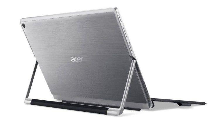 Das Acer-Tablet hat einen eingebauten Standfuß, der es sicher in einem beliebigen winkel hält