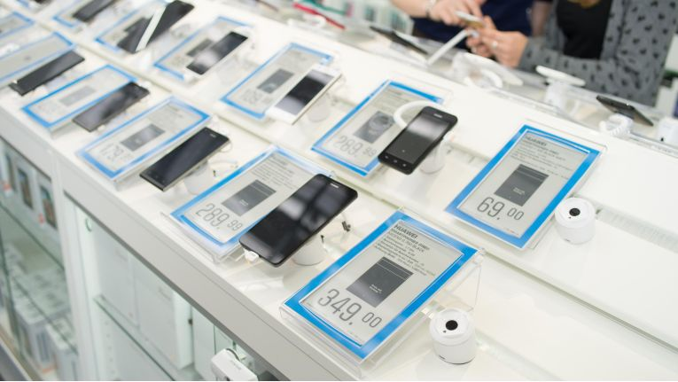 Digitale Preisschilder vereinfachen nicht nur die Preisaktualisierung, sondern beitem dem Kunden per NFC Zusatzinformationen.
