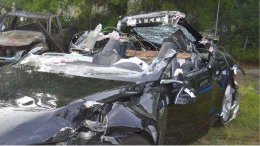Im Mai war ein Fahrer in Florida ums Leben gekommen als sein Tesla mit eingeschaltetem Autopilot-System unter einen Lastwagen-Anhänger raste.