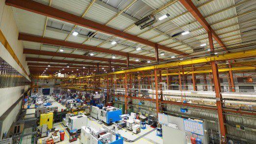 Rund 1.000 LEDs sorgen in den Produktionshallen von KraussMaffei für adäquates Licht.