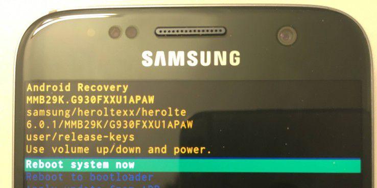 Das Recovery-Menü hat keine grafische Benutzeroberfläche. Die einzelnen Funktionen werden als einfache Textzeilen dargestellt.