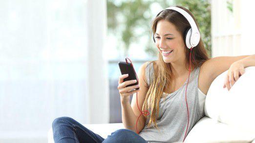 """Mit """"Stream On"""" bietet die Telekom beispielsweise an, Musik zu streamen, ohne das verfügbare Datenvolumen zu verringern."""