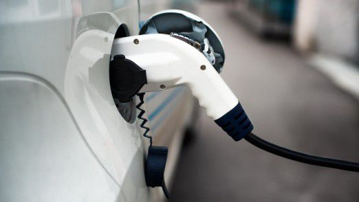 Die Bundesregierung verfolgt das ambitionierte Ziel, dass bis zum Jahr 2020 mindestens eine Million Elektroautos auf deutschen Straßen rollen sollen.
