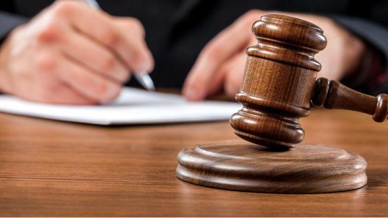 Das Bundesarbeitsgericht hat entschieden: Wettbewerbsverbote, die keine Karenzentschädigung vorsehen, sind nichtig.