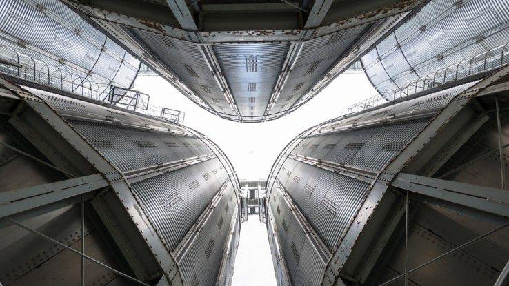 """Es gibt Licht am Ende des """"Silo-Tunnels"""" - dank DevOps."""
