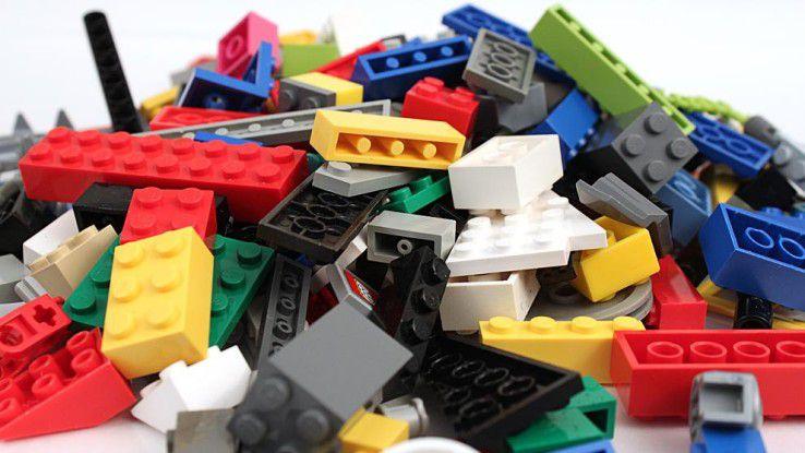 Massenware wie Legosteine lassen sich schnell und kostengünstig per Spritzguss herstellen.