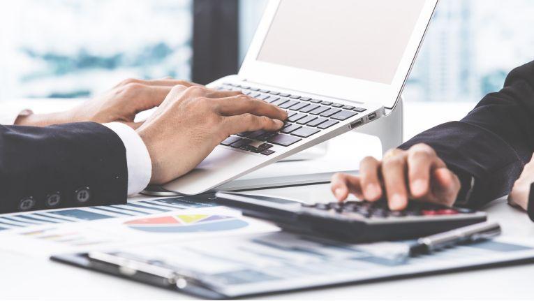 Der Business Analyst ist Bindeglied zwischen Fachbereich (Business) und IT.