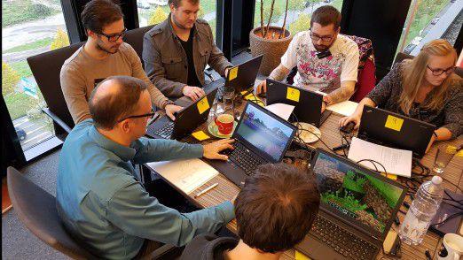 """Agiles Projekt-Management erlebten die Teilnehmer des Workshops """"Scrum in Two Days"""" bei der Karlsruher Diva-e Netpioneer GmbH. Das Besondere: Die Teilnehmer müssen Aufgaben im Open-World-Spiel Minecraft erledigen und organisieren sich dabei nach der Scrum-Methode."""