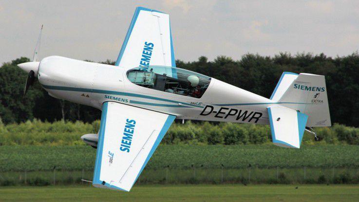 Electrification auf Weltrekord-Niveau: Im November 2016 stellte das elektrische Kunstflugzeug Extra 330LE einen Weltrekord im Steigflug auf.
