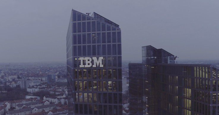 Münchens höchstes Firmenlogo: Das IBM Watson IoT Center in den Highlight Towers.