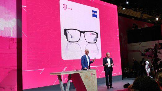 Telekom-Boss Tim Höttges glaubt, dass Smart Glasses (wie die gemeinsam mit Zeiss entwickelte) künftig die Smartphones als mobile Devices ablösen werden.