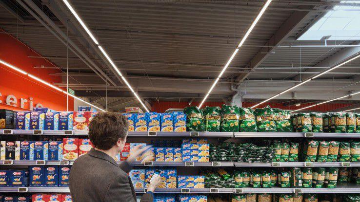 Aktuelle Angebote erhlten die Kunden im Supermarkt in Echtzeit auf ihre Smartphones.
