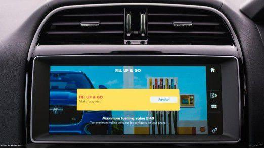 In Großbritannien schon Realität: Das Tanken wird im Auto bezahlt.