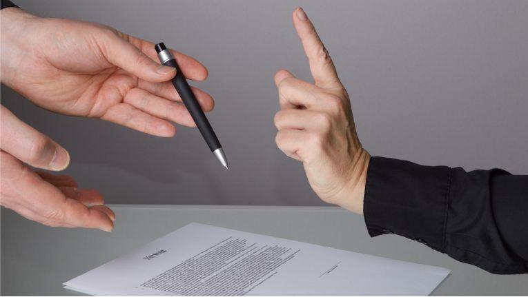 Vorsicht bei Abschluss eines Werkvertrages - bei unzulässigen Klauseln drohen unter Umständen hohe Geldstrafen.