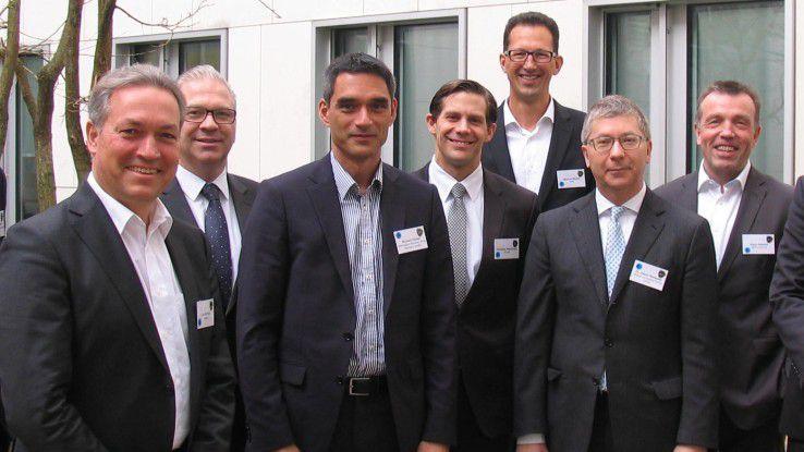 Beim Sourcing-Roundtable der COMPUTERWOCHE diskutierten (v.l.n.r.): Heinrich Vaske (IDG), Carl Mühlner (Damovo), Oliver Kömpf (Hays), Richard Küster (ISG), Christian Neuerburg (ADECCO), Marcus Bluhm (HPE), Dr. Jakob Rehäuser (Ardour) und Klaus Nötzold (SEPICON).