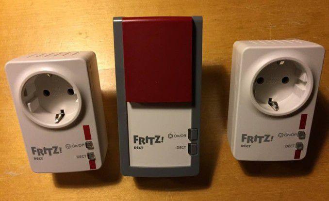 Links die Dect 200 (aktuelles Modell), in der Mitte die Dect 210, rechts eine uralte Dect 200 (ohne Mikrofon)