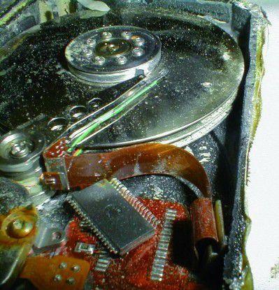 In einem solchen Fall hilft keine Software, die Hardware muss vielmehr in einem spezialisierten Labor auseinandergenommen werden.