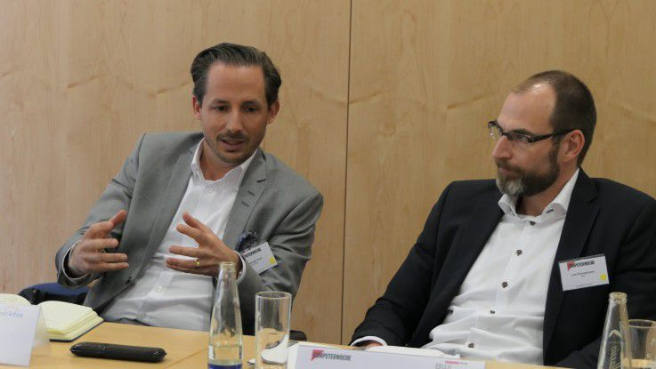 Den Arbeitsplatz der Zukunft gibt es nicht, so ein Resümee der Diskussion (Im Bild: Christoph Kull, Country Manager DACH bei Workday, Lutz Emmelmann, Senior Manager Kommunikation & Marketing bei BWI)