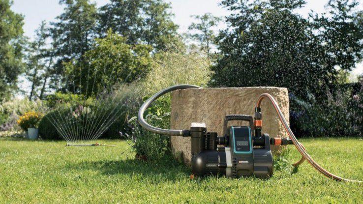 Mit der Gardena smart Pressure Pump können Sie Ihren Garten bedarfsabhängig und automatisch bewässern lassen. Dafür sind aber zusätzliche Sensoren und ein Gateway erforderlich. Günstig ist der Spaß aber nicht.